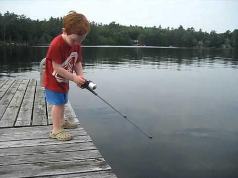 釣りの神童?即行で魚を釣り上げた4歳の子供