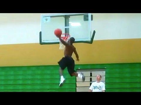 すごい!身長の低いバスケット選手の技