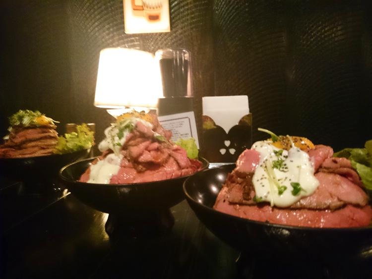 ローストビーフ丼整列